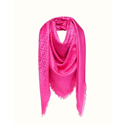 Fendi Chal y Shawl color Rosa, referencia FXT924MEA, medida 140 x 140 cm,Composición de 60% SEDA, 40% LANA