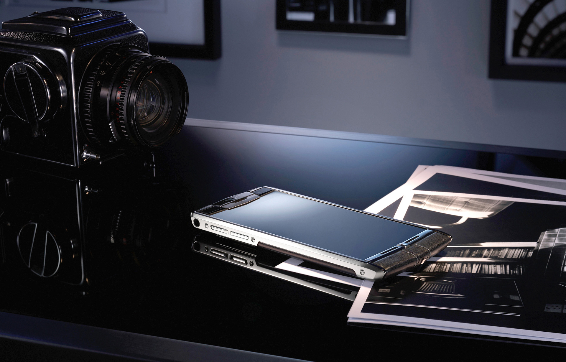 Vertu Phone Signature Touch Jet Calf. Global Luxury Business Gifts